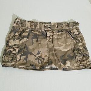 Aeropostale camo skirt size (3/4) A25